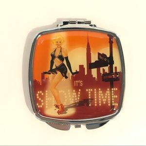 💥 It's Showtime compact mirror
